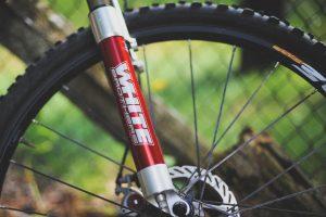 jakie utrzymywać ciśnienie w oponach rowerowych