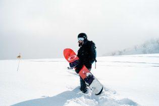 Ochraniacze i plecaki narciarskie – dlaczego nie należy o nich zapominać?